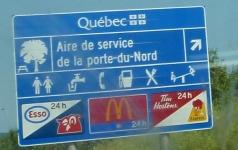 Visite du St-Hubert Express de l'aire de service de la porte-du-Nord, près de St-Jérôme